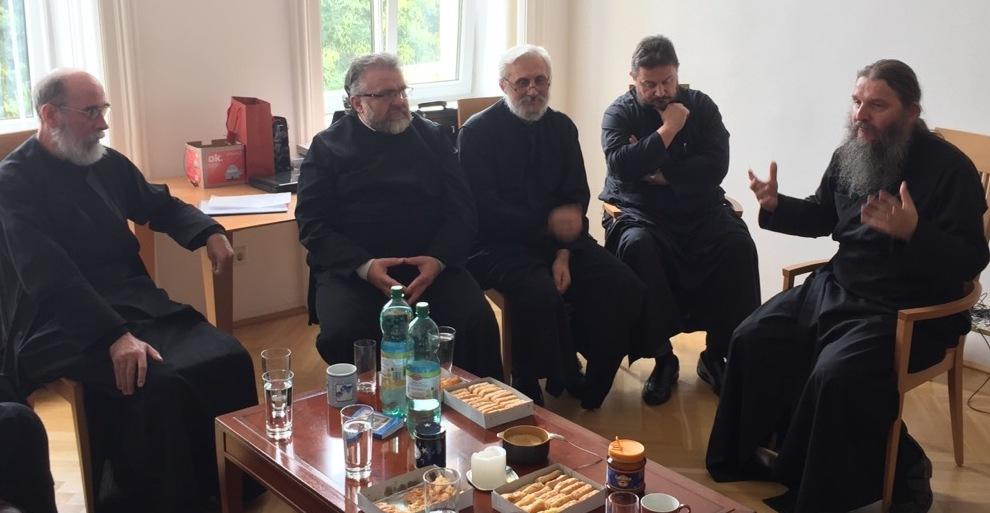 Епископ Андреј одржао састанак са Бечким свештенством