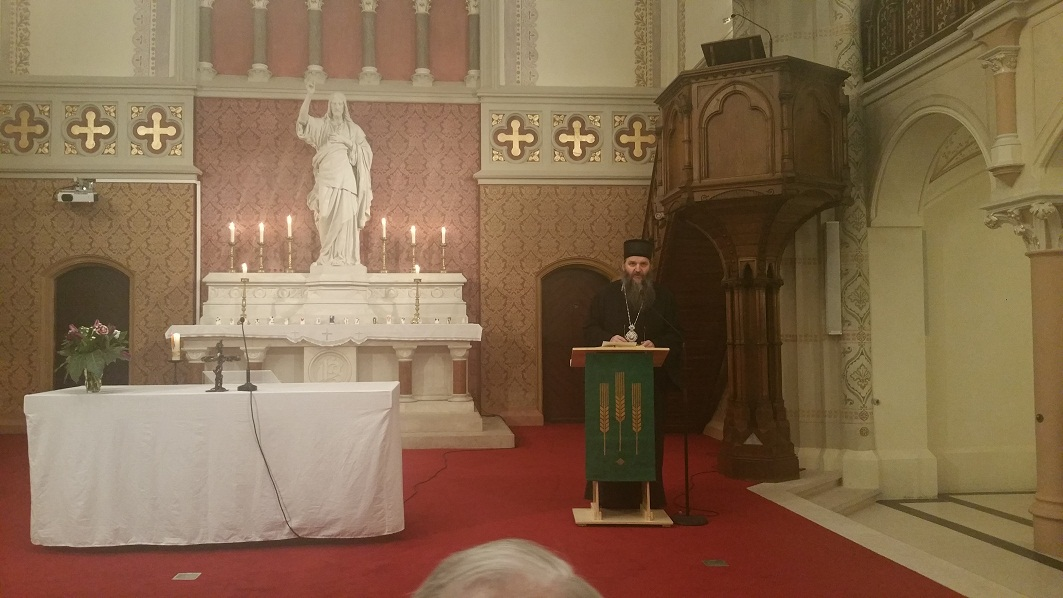 Bischof Andrej im gemeinsamen Gebet mit den Mitgliedern des Ökumenischen Rates der Kirchen in Österreich