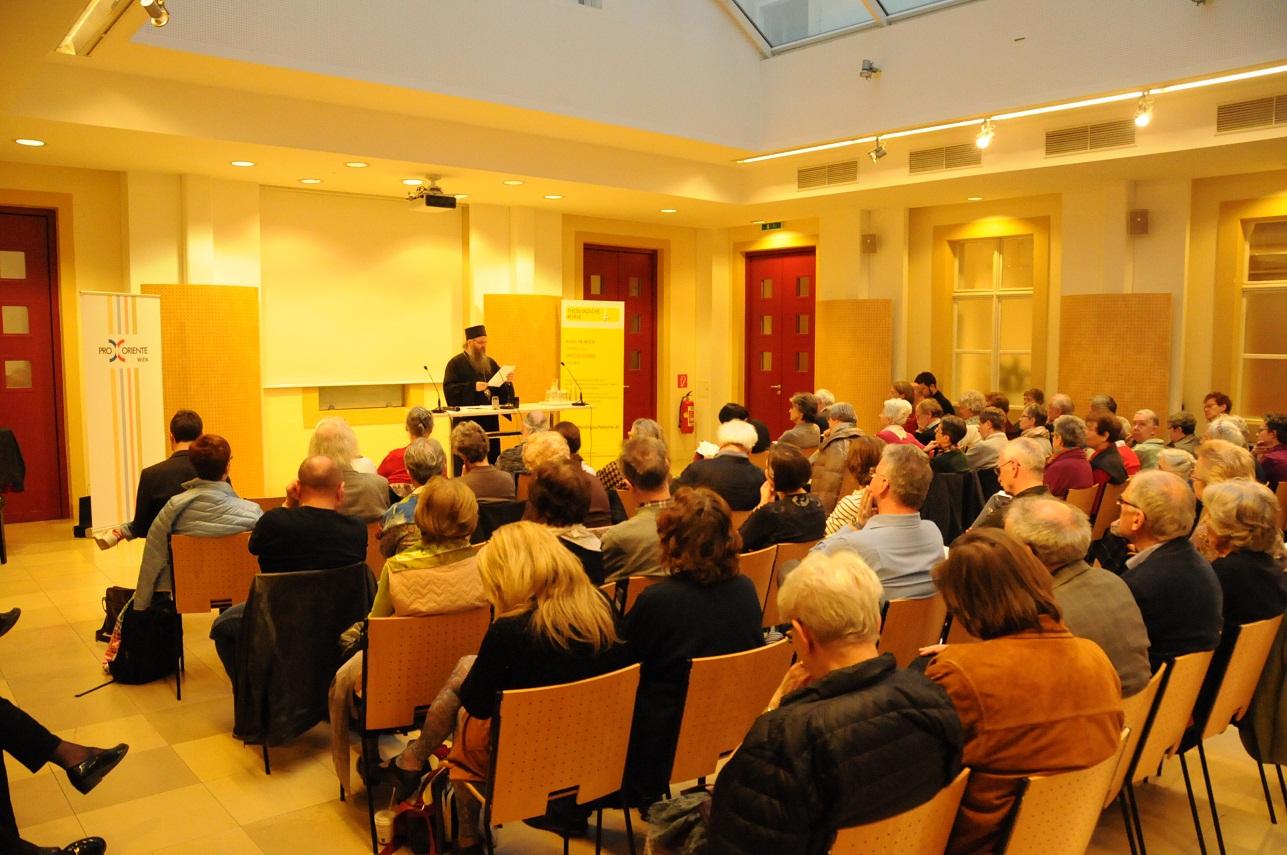 Bischof Andrej hat am kurzen theologischen Symposium teilgenommen