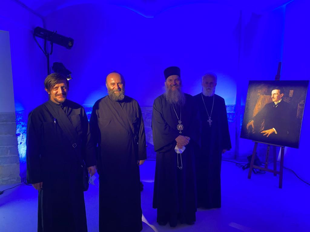 Bischof Andrej bei der Ausstellung zu Ehren von Nikola Tesla