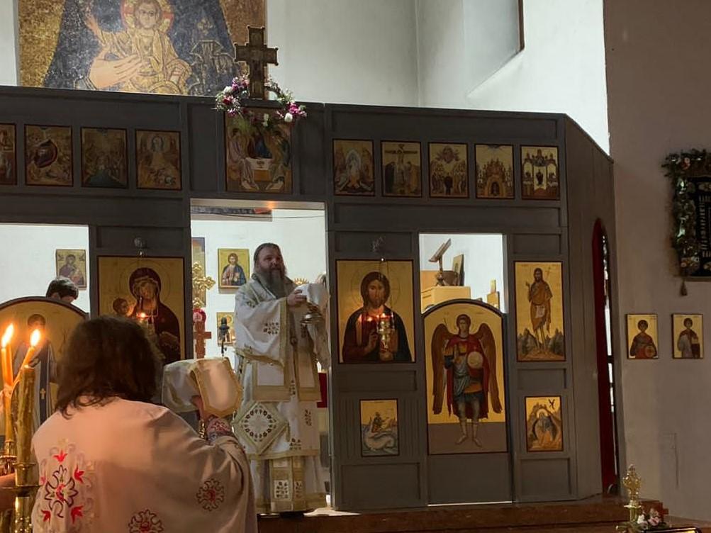 """Bischofsliturgie in der Kirche """"Zur Geburt der Allerheiligsten Gottesgebärerin"""" in Wien"""