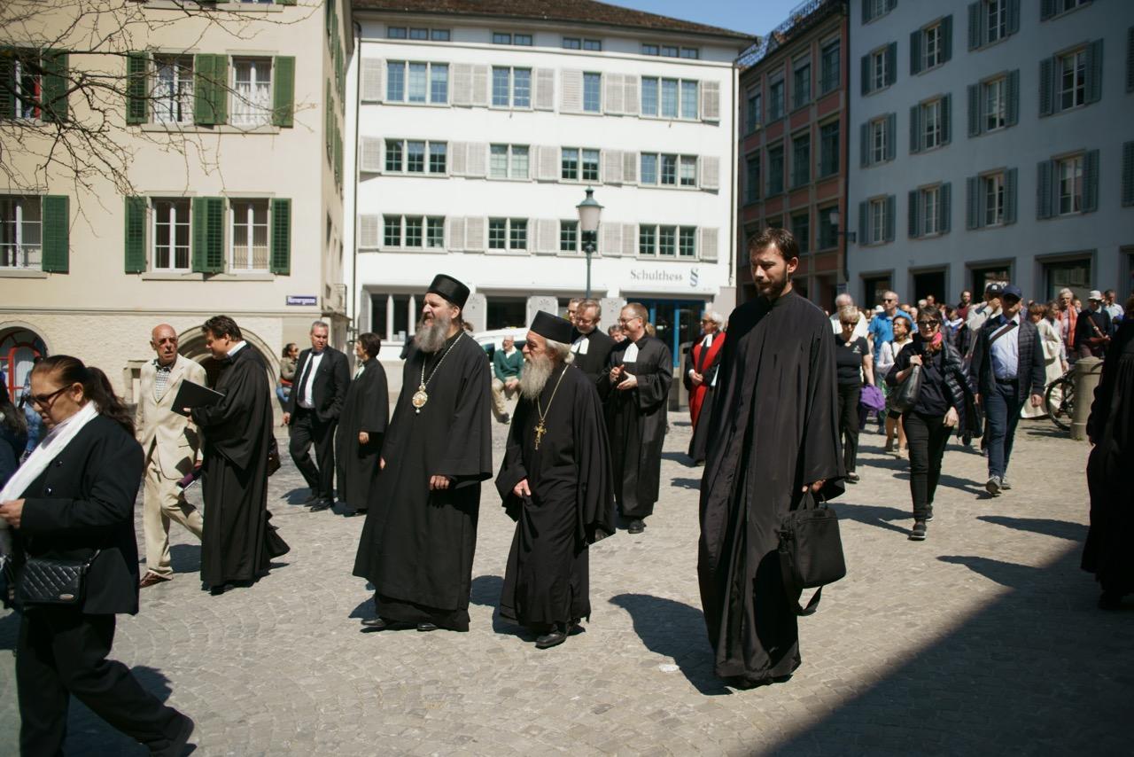 Епископ Андреј на традиционалној процесији (Kreuzweg) у Цириху