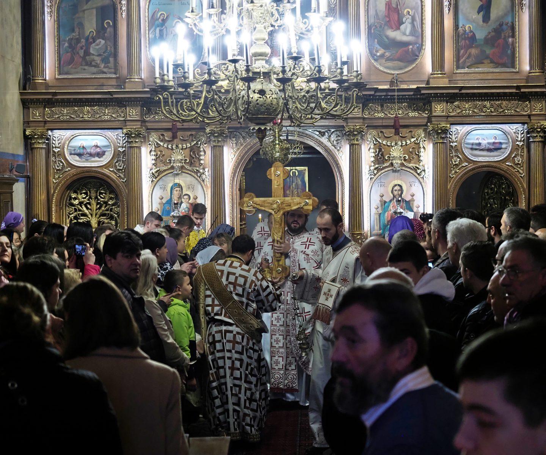 Литијско уношење Часног крста у Саборни храм у Бечу