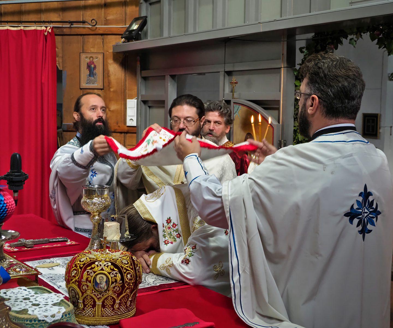 Архијерејска литургија у Богородичином храму у Бечу