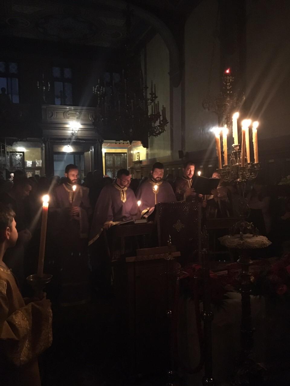Изношење Плаштанице и јутрење Велике Суботе у Саборном храму