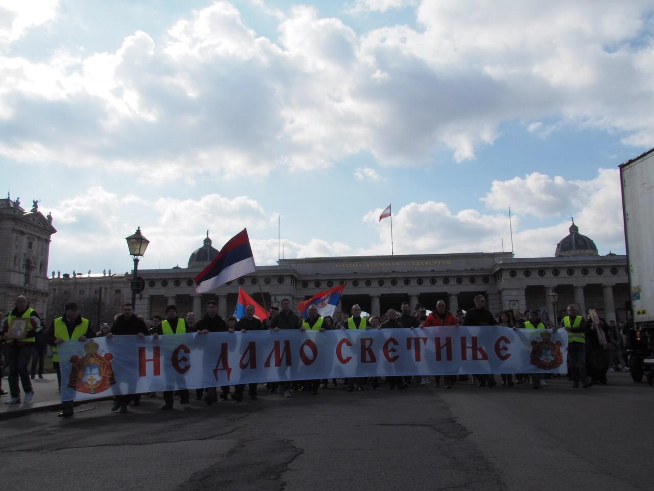 Апел упућен аустријској јавности и властима са литије у Бечу на Недељу православља