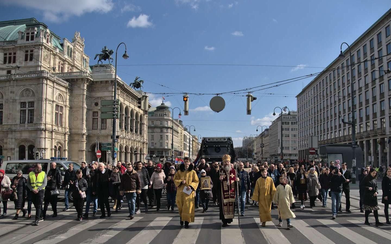 Велика литија у Бечу поводом ситуације у Црној Гори