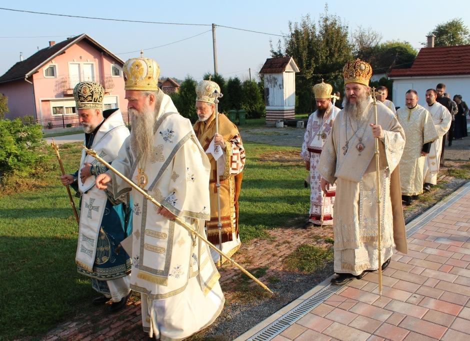 Освећен први храм посвећен мученицима јасеновачким