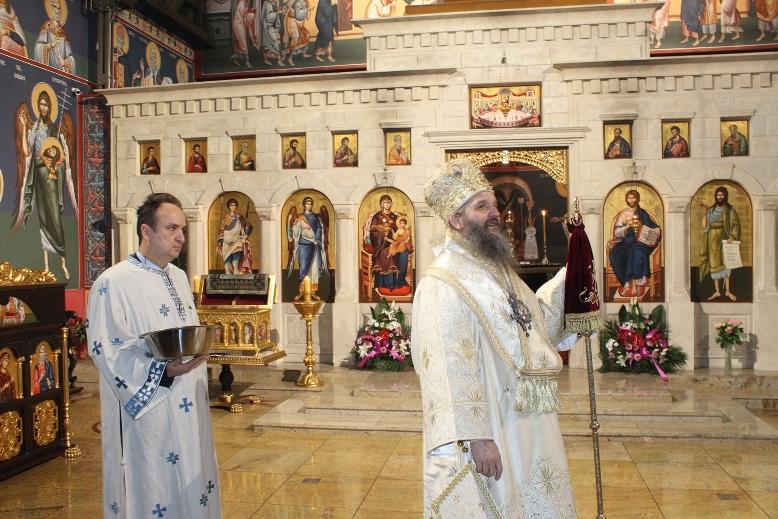 Света Архијерејска Литургија у храму Васкрсења Христовог
