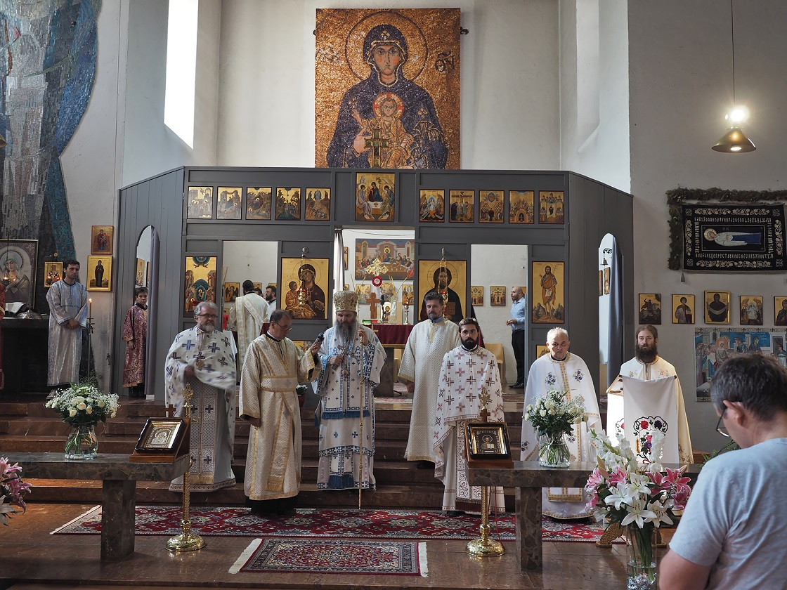 Епископ Андреј на слави Богородичиног храма у Бечу