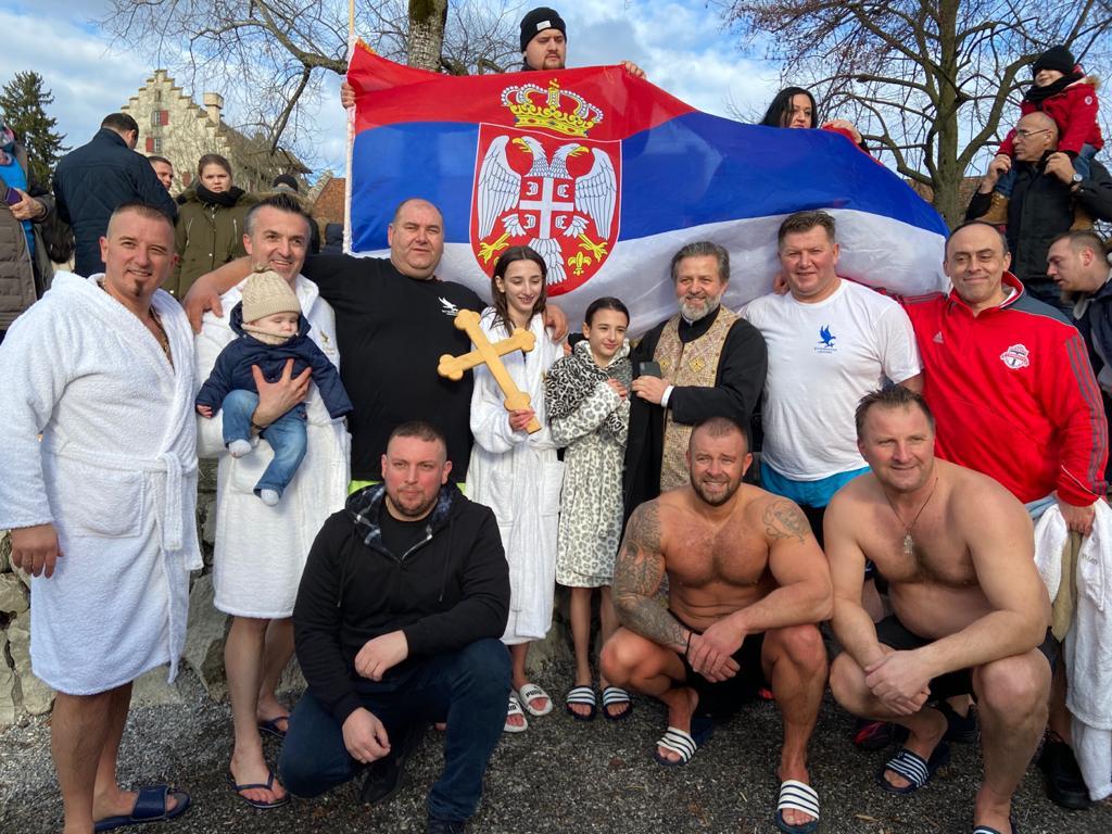 Богојављенски соколови из Цириха пливали за Часни Крст